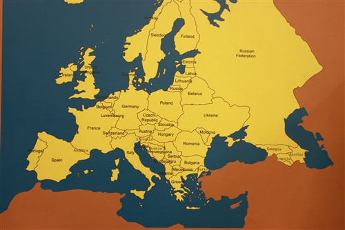 Montessori Materials: Labeled+Flag Map of Europe